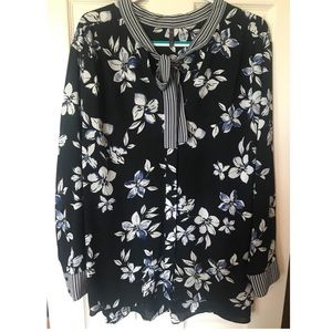 NYDJ Black and Blue Floral Top  Size 3X  NWOT